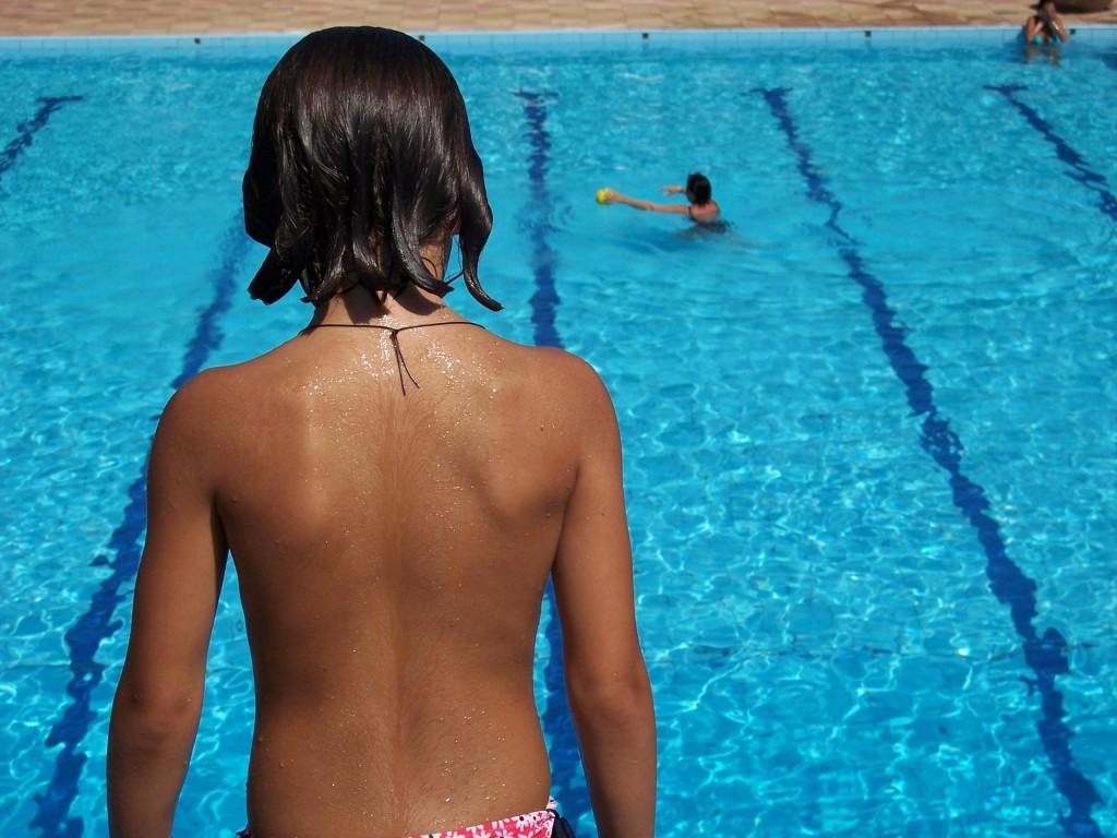 Плавание и упражнения в бассейне для позвоночника