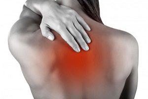 13 причин возникновения боли в области сердца, отдающей в спину