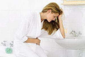 Почему болит живот и тошнит