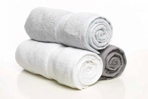 Упражнения для спины с полотенцем
