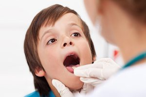 Боль в горле и спине у ребенка