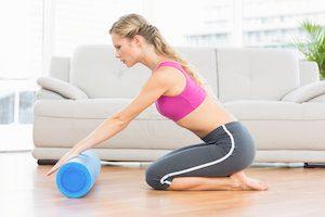 Упражнения с валиком в домашних условиях