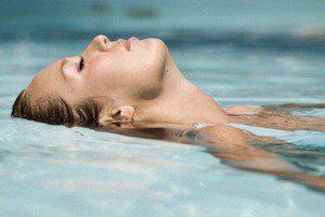 Упражнения в воде при остеохондрозе