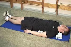 Упражнение на пресс лежа на спине